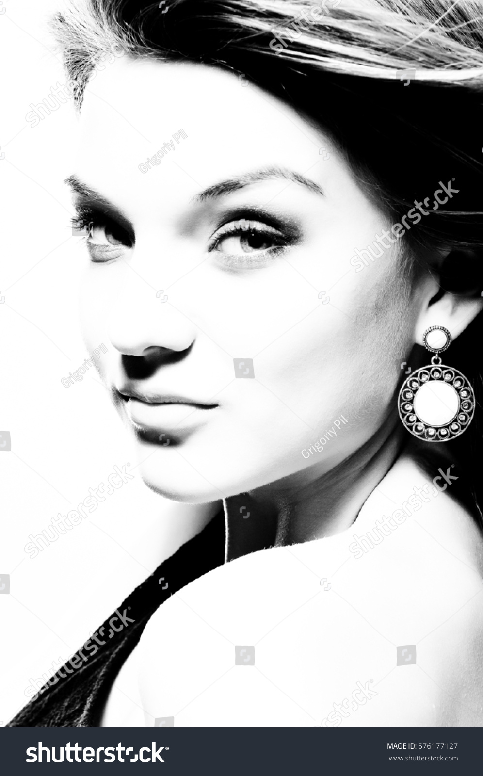 High contrast black and white portrait stock photo 576177127