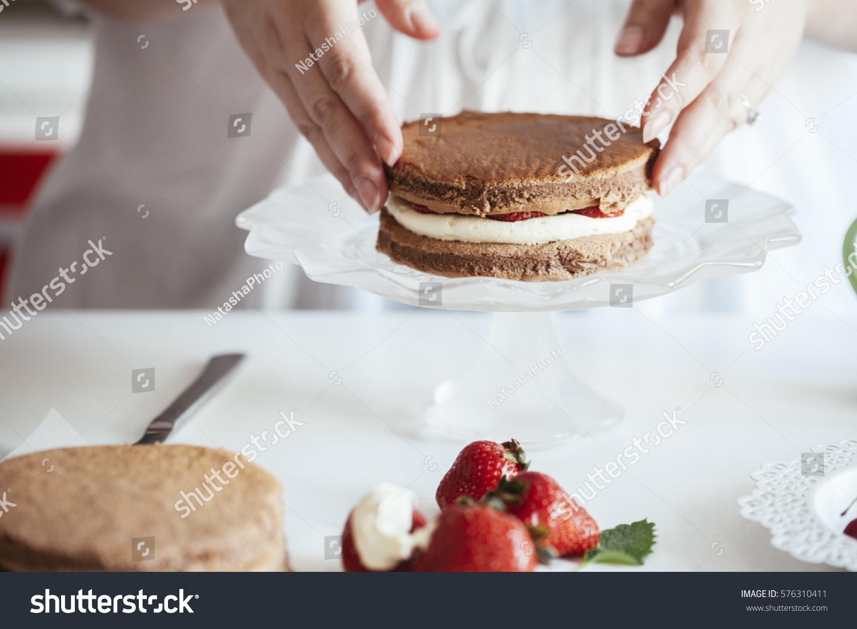 Woman Making Naked Cake Kitchen Stock Photo (Royalty Free) 576310411 ...
