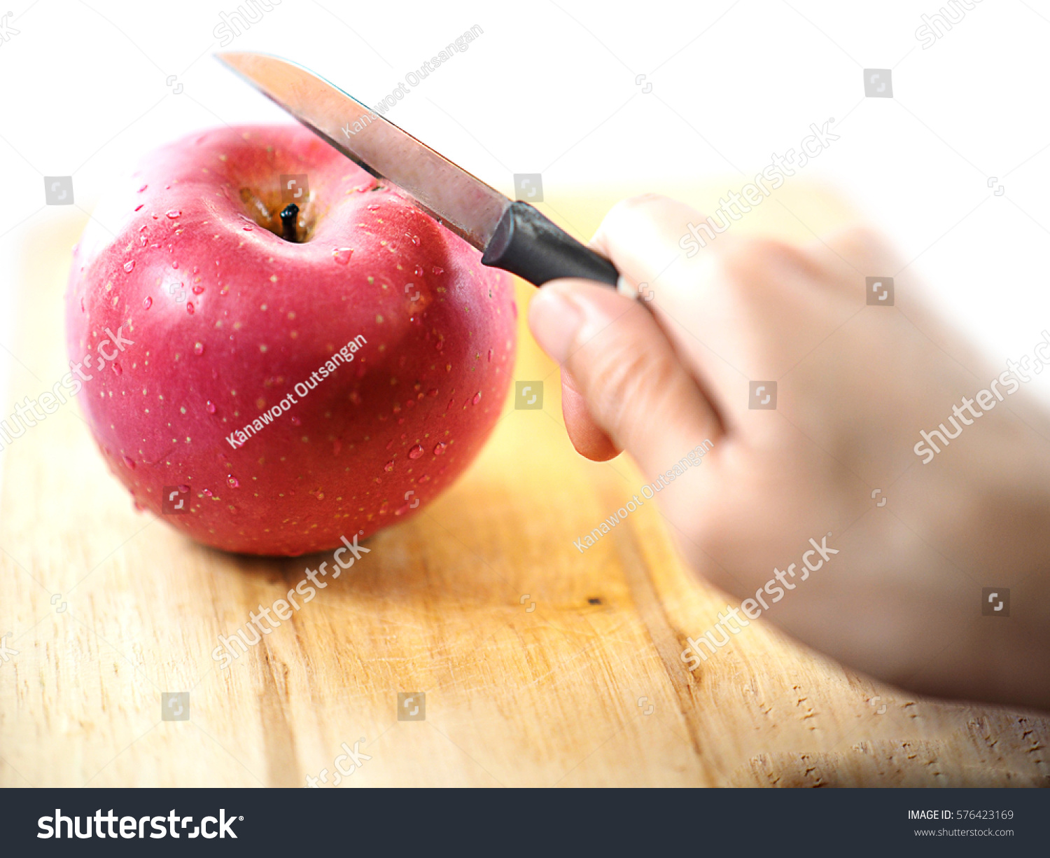 how to cut an apple with a knife