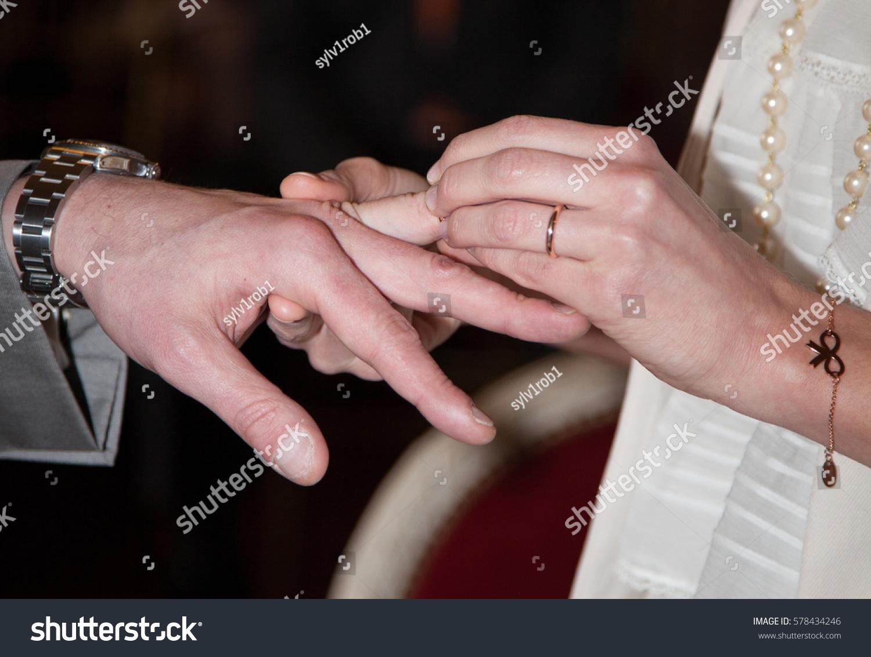 wedding couple exchange wedding rings | EZ Canvas