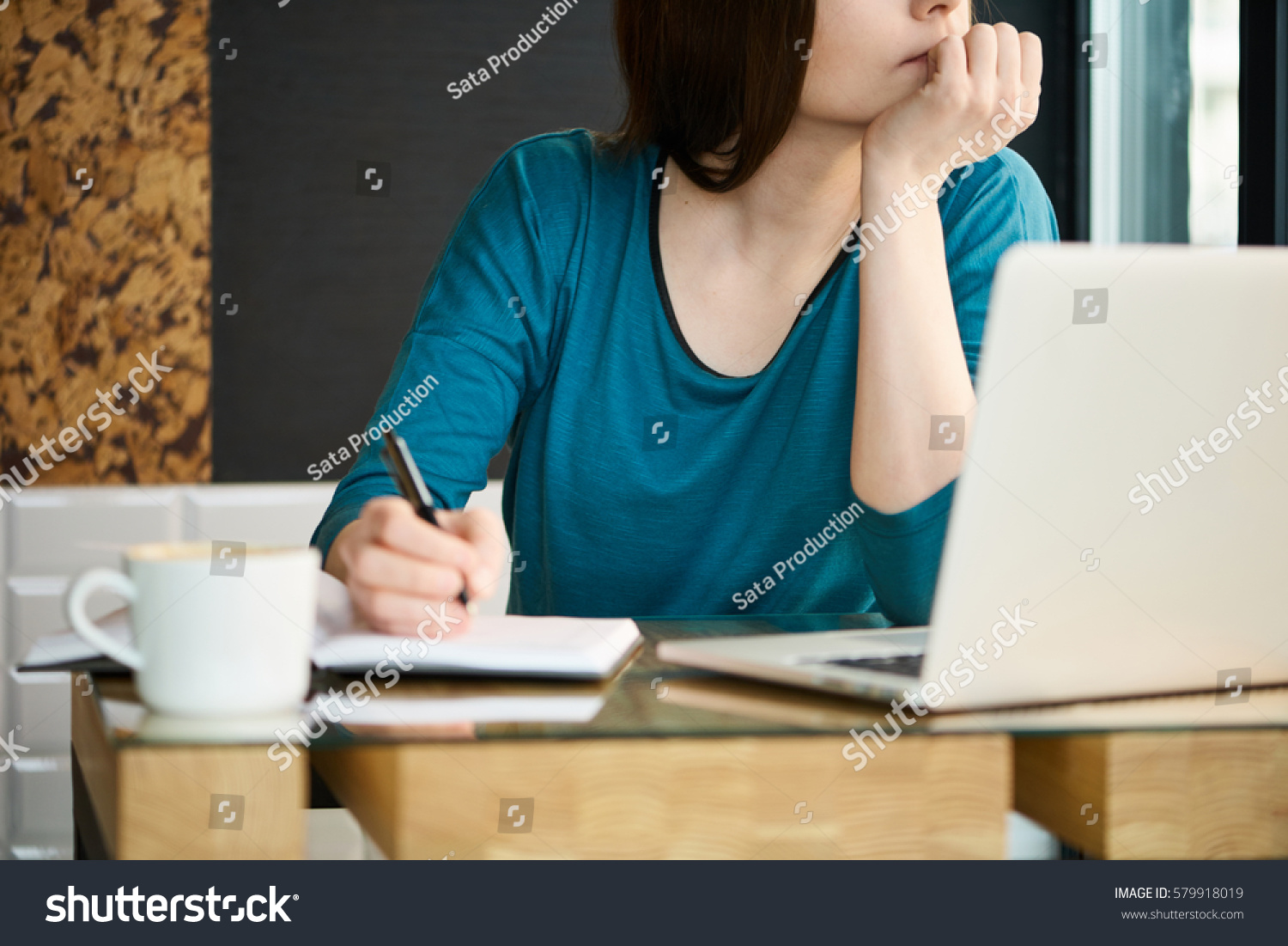 girl in the cafe essay In most cases, students enjoy writing compare and contrast essay as it isn't a boring activity as provides an opportunity to use the imagination.
