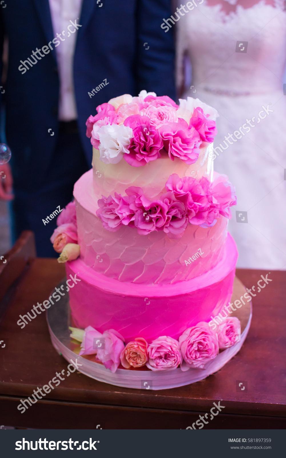 Wedding Cake Fresh Flowers Stock Photo (Edit Now) 581897359 ...