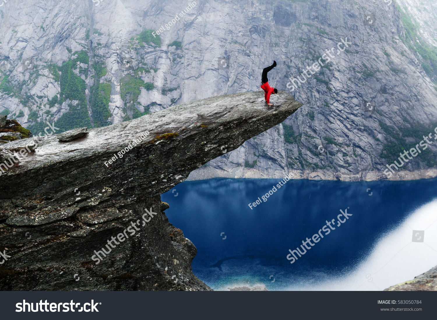 Young Man Climber Red Jacket Making Stock Photo 583050784 ...