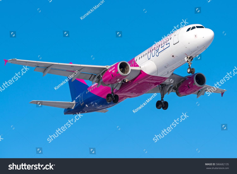 Aeroporto Waw : Warsaw poland february 10 wizz air stock photo edit now 586682135