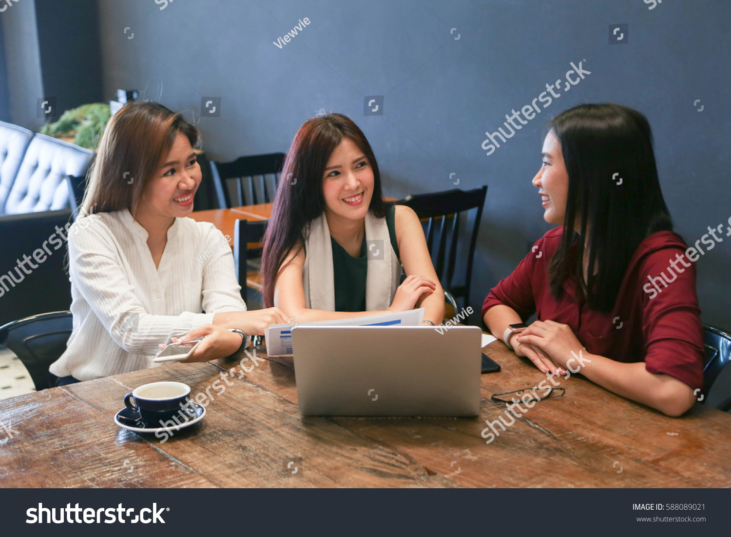 topics to discuss when chatting with a girl Flirting and fun things to talk about normally a boy should never go up to a girl and say a chat up line but if you flirting and fun : list of topics.