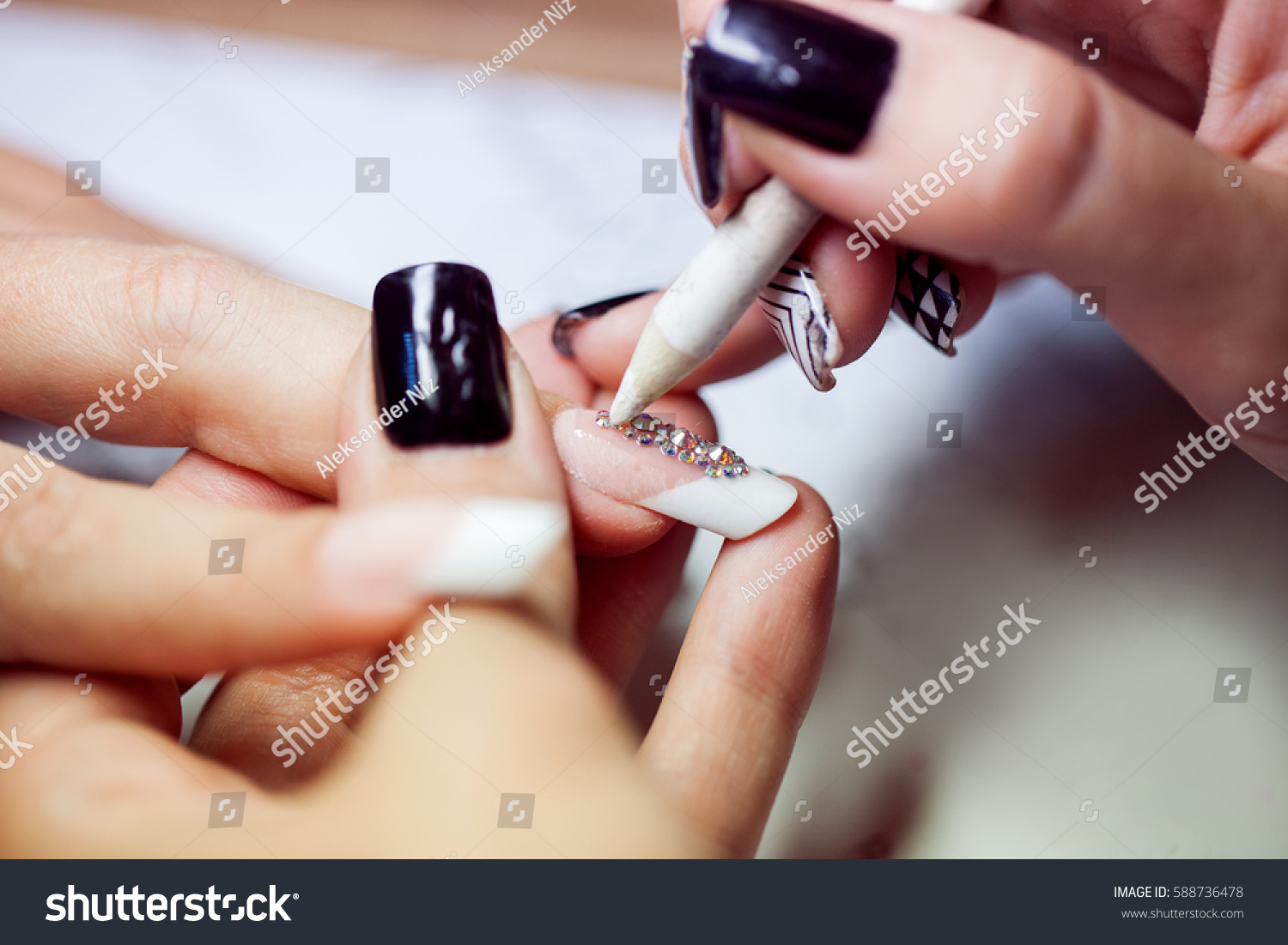 Drawing on nails