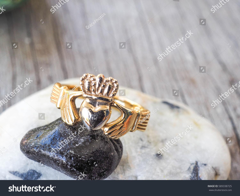 Irish Ring Symbol True Love Heart Stock Photo Edit Now 589338725