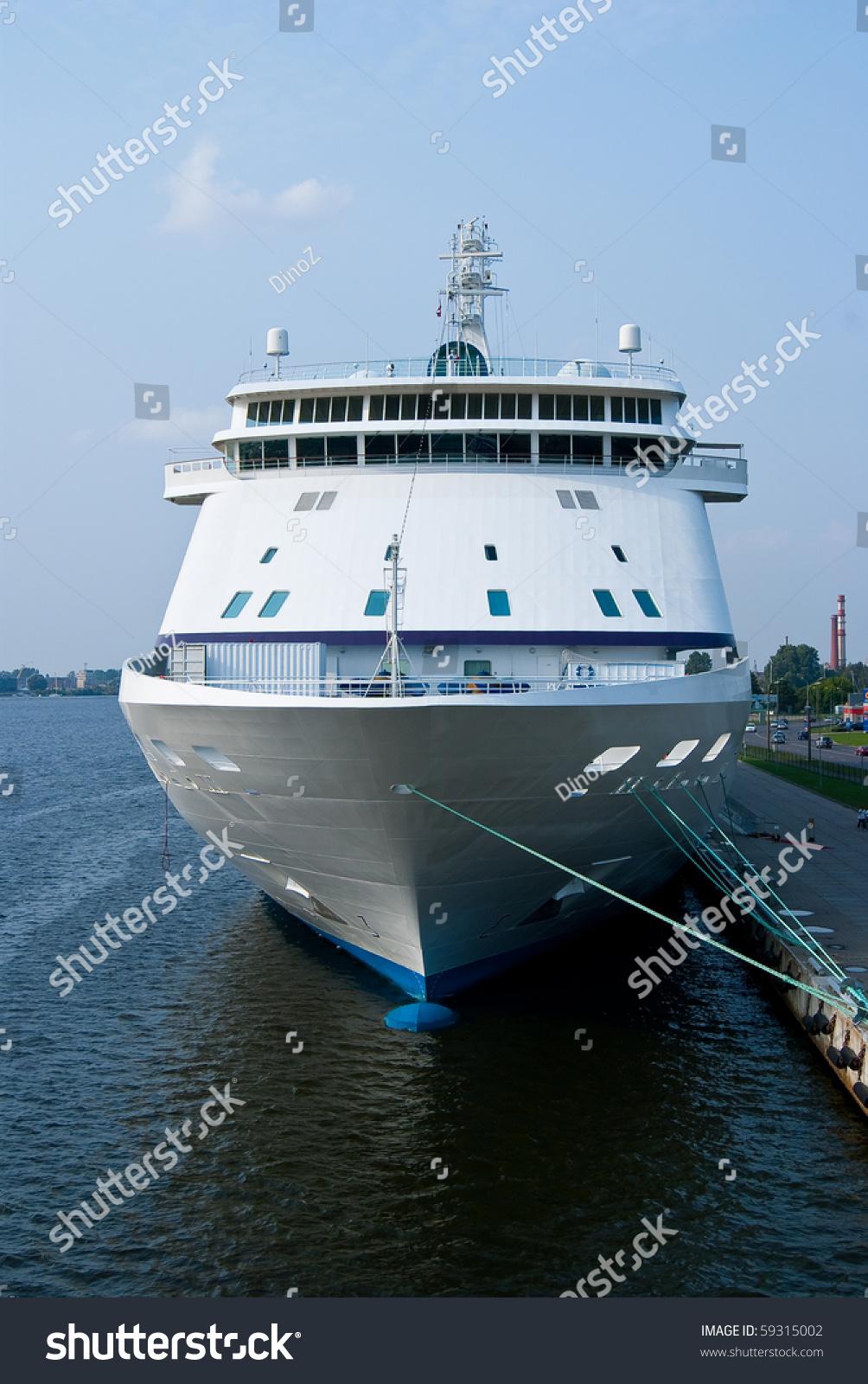 Big Cruise Ship Front View Stock Photo Shutterstock - Big cruise ship