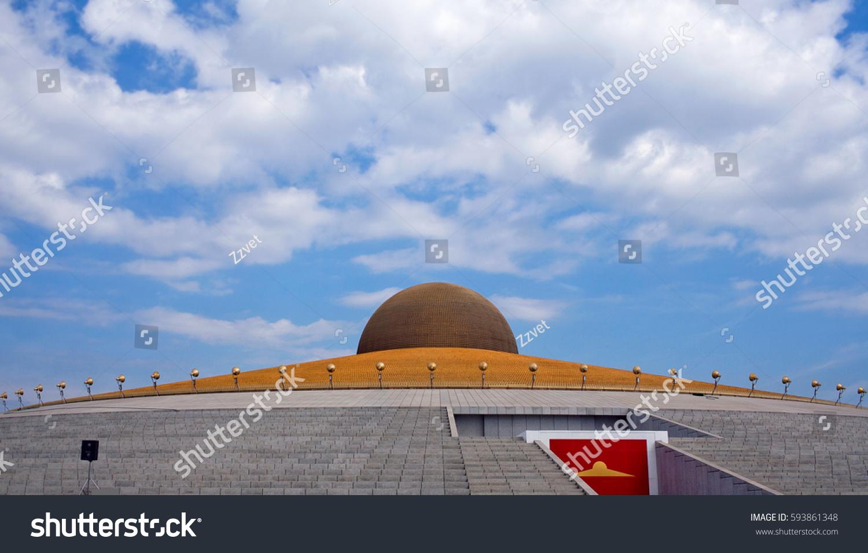 Buddhist Temple Wat Phra Dhammakaya Pathum Stock Photo Edit Now
