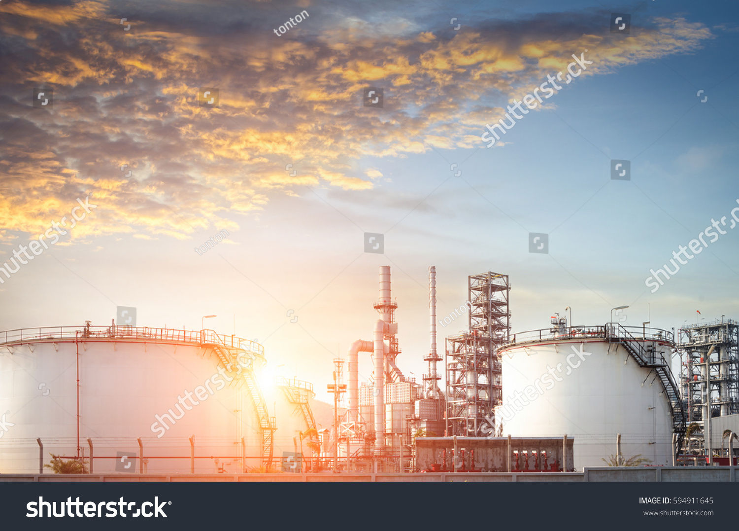 Oil Refinery Oil Industry Stock Photo 594911645 - Shutterstock