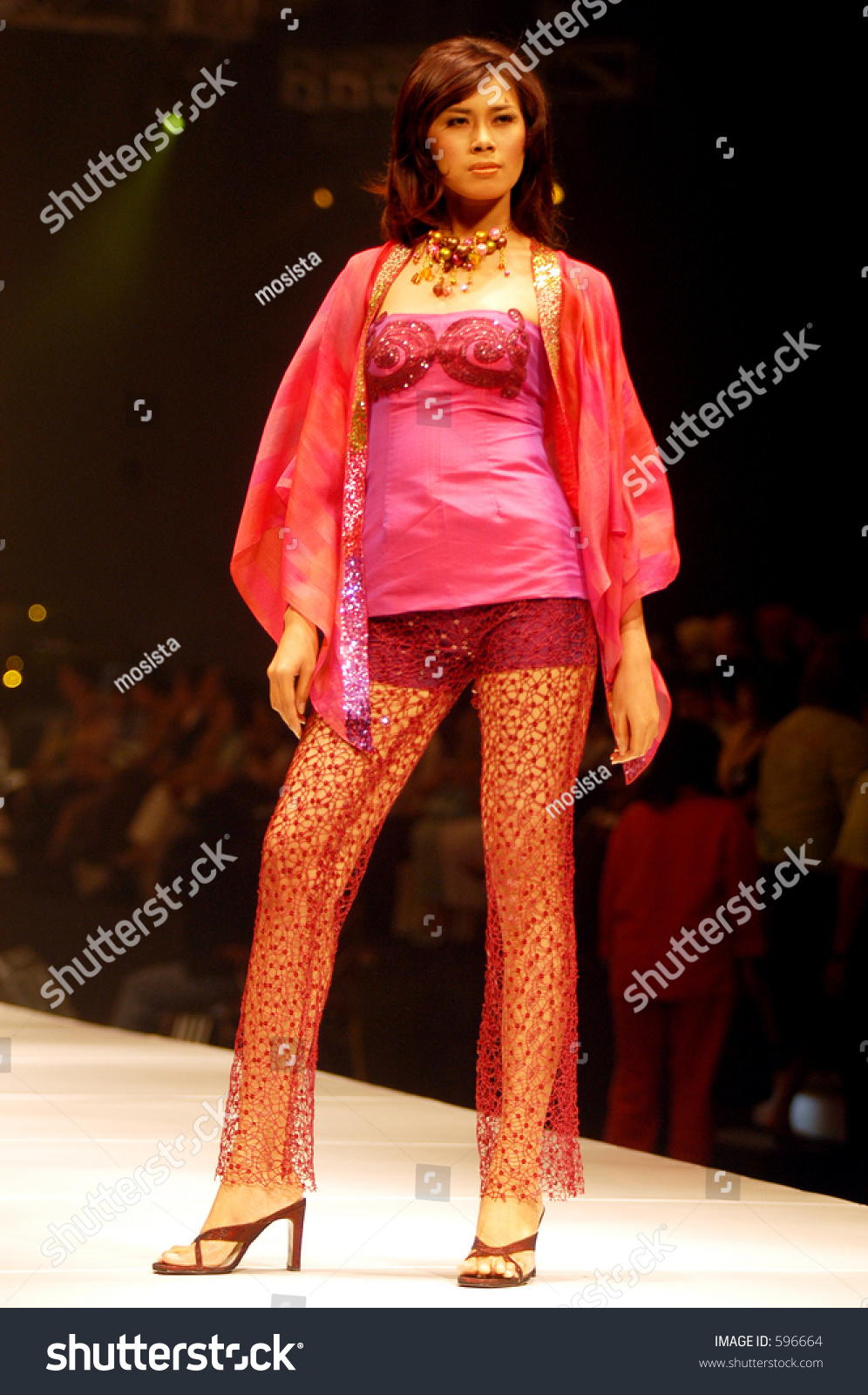 Fashion Show By Tuty Cholid Inspired By Bohemian And Indian Culture Custom Collections