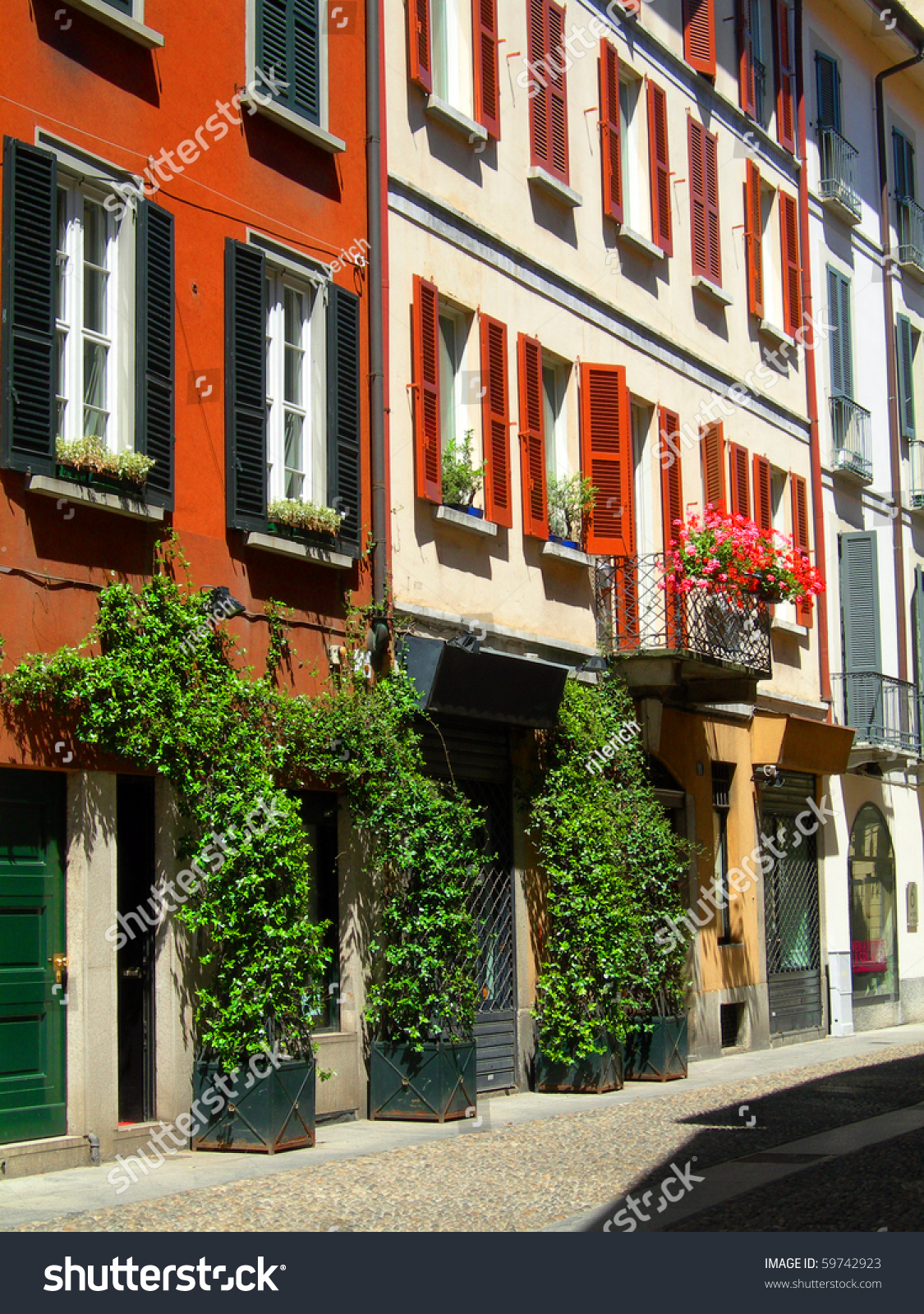 Beautiful residential homes in brera neighborhood of milan for Beautiful residential houses