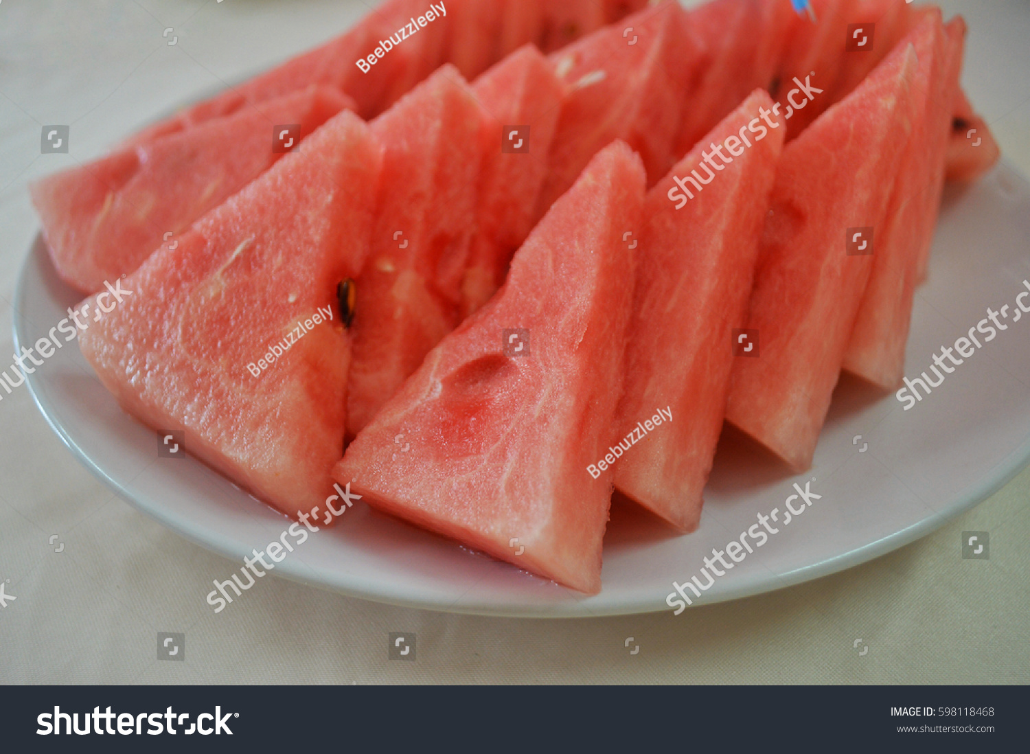 how to eat a watermelon neatly