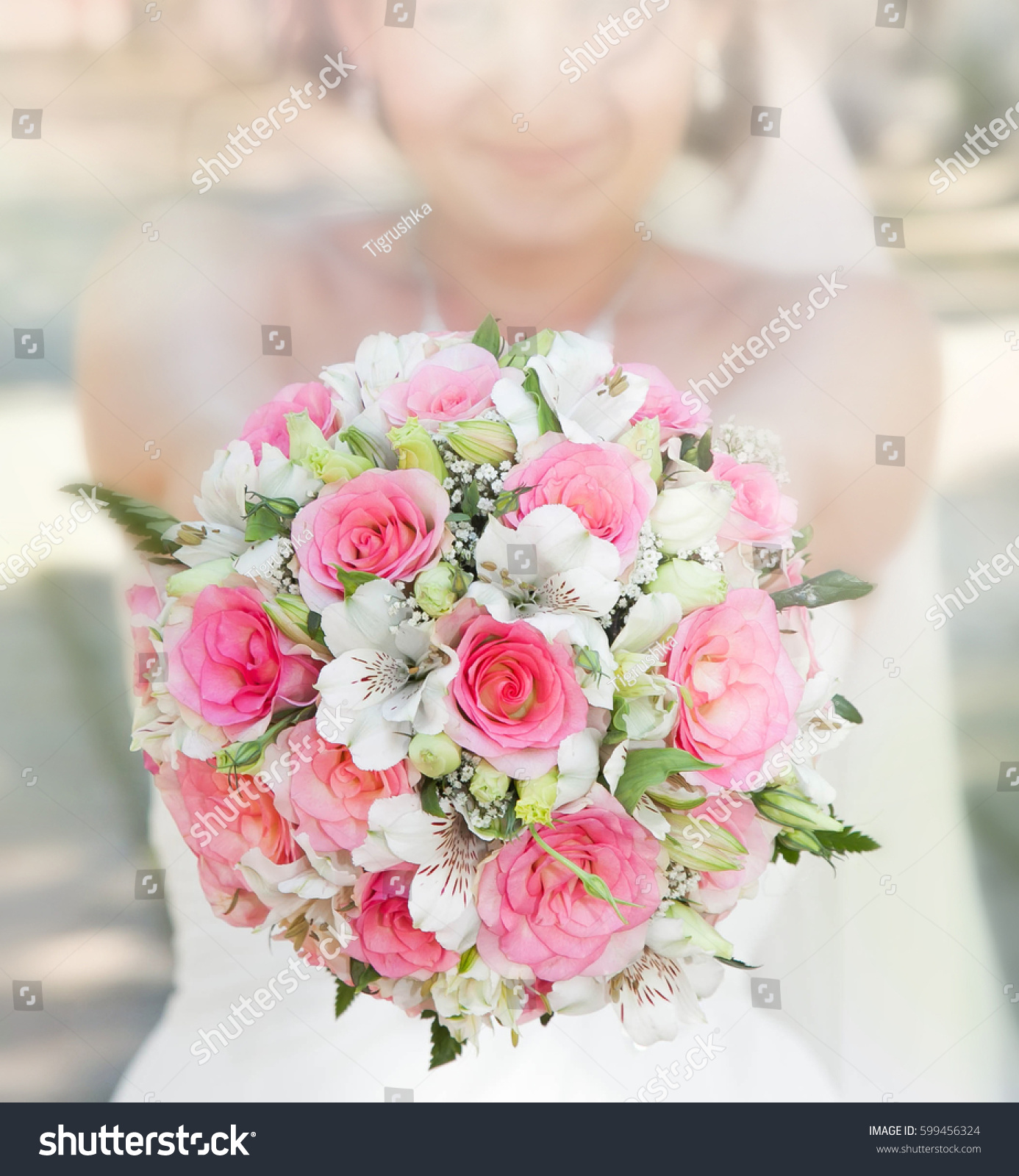 Bride With Her Pink And White Bouquet Ez Canvas