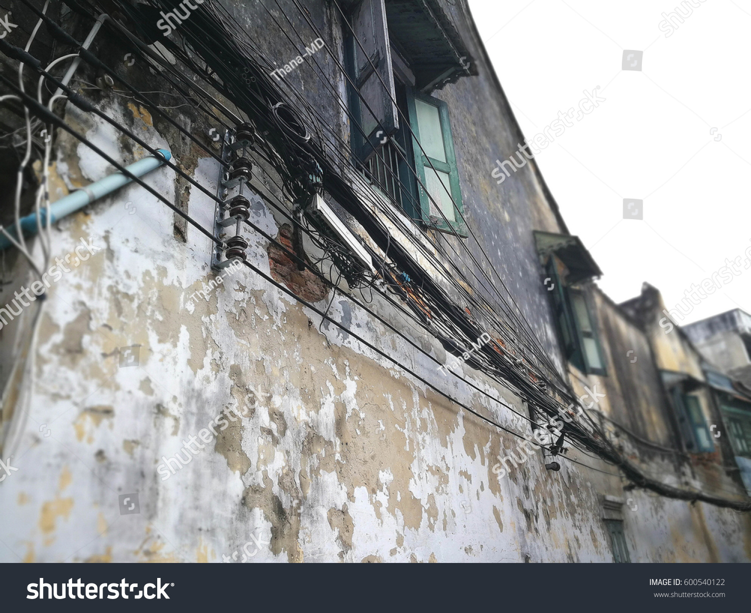 wires hanging on old house, The wire cable is tangle, Need electric wiring  to