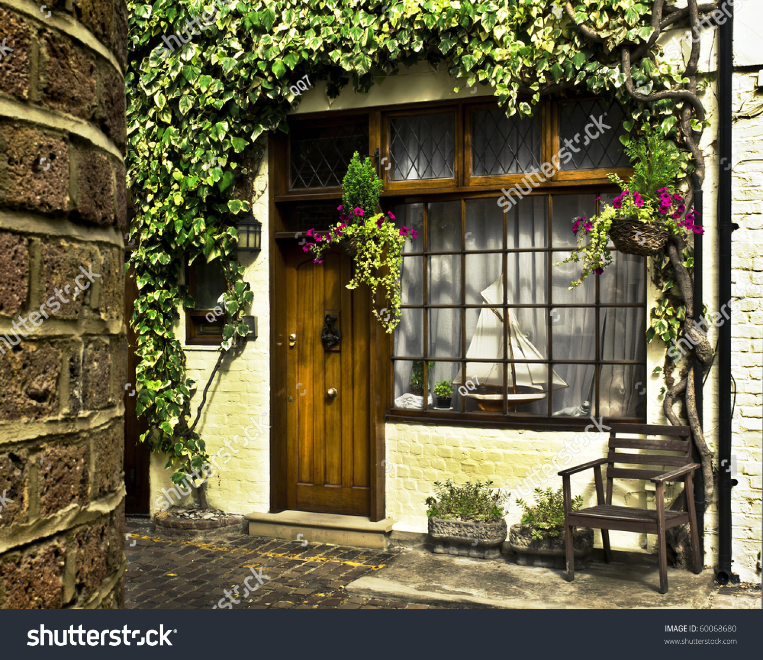 Beautiful house front in one of london 39 s cozy mews stock for Beautiful house fronts
