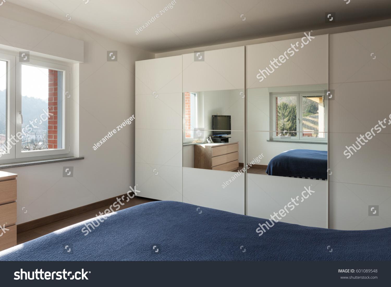 Apartment Interior Big Closet Mirror Bedroom Stockfoto Nu Bewerken