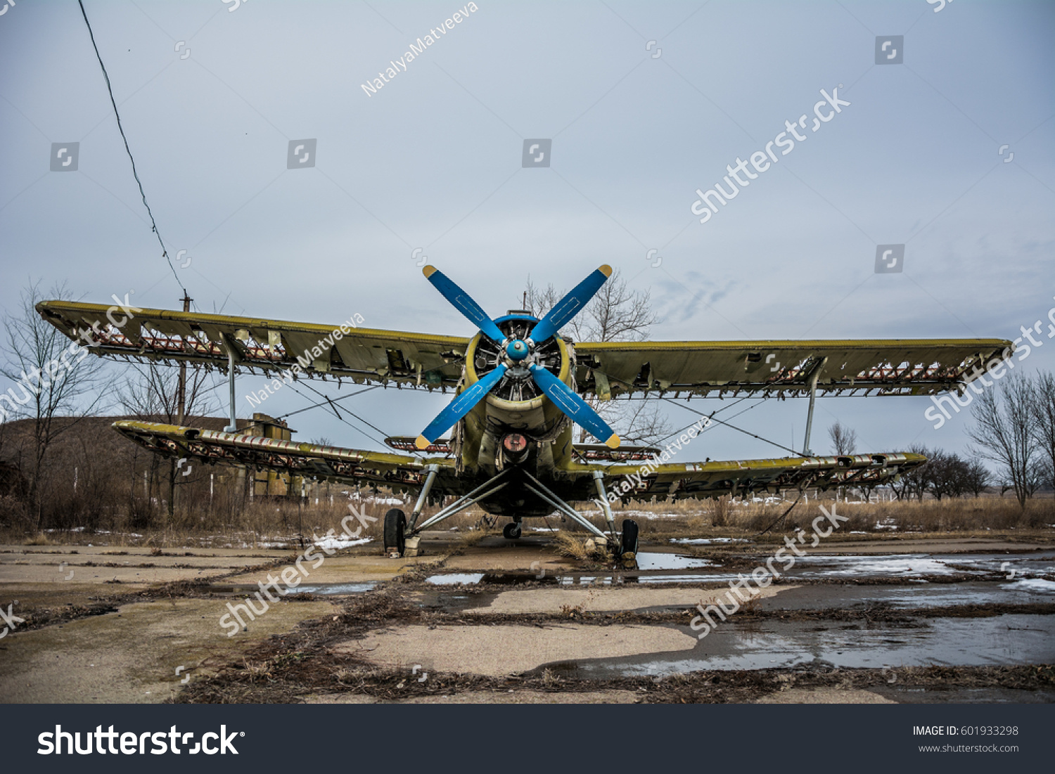 Hdr foto old airplane on airfield stock photo 601933298 shutterstock hdr foto of an old airplane on airfield and cloudy background altavistaventures Gallery