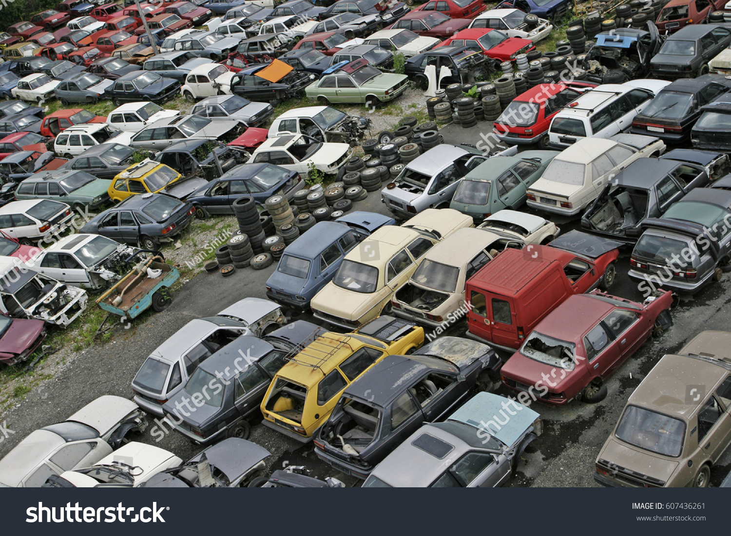 Scrap Car Recycle Yard Lots Old Stock Photo 607436261 - Shutterstock