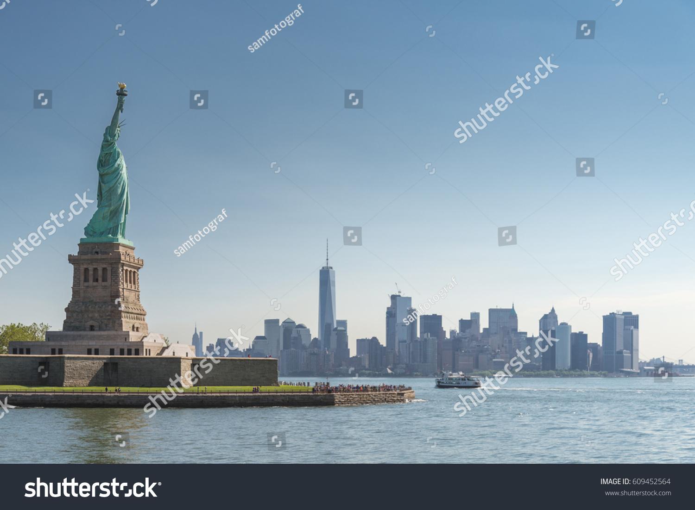 statue liberty manhattan new york city の写真素材 今すぐ編集