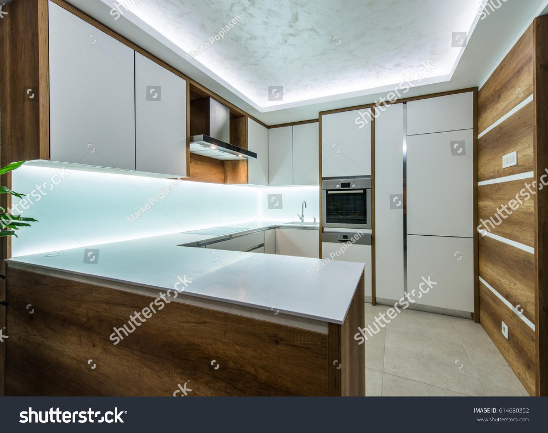 Modern creamy white kitchen clean interior design | EZ Canvas