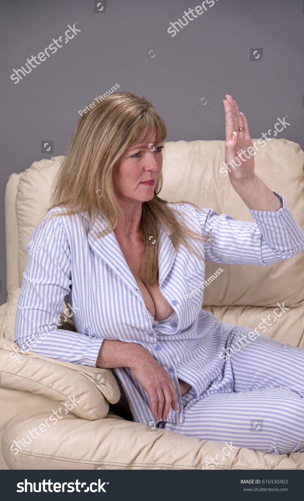 body language sitting with hands between legs