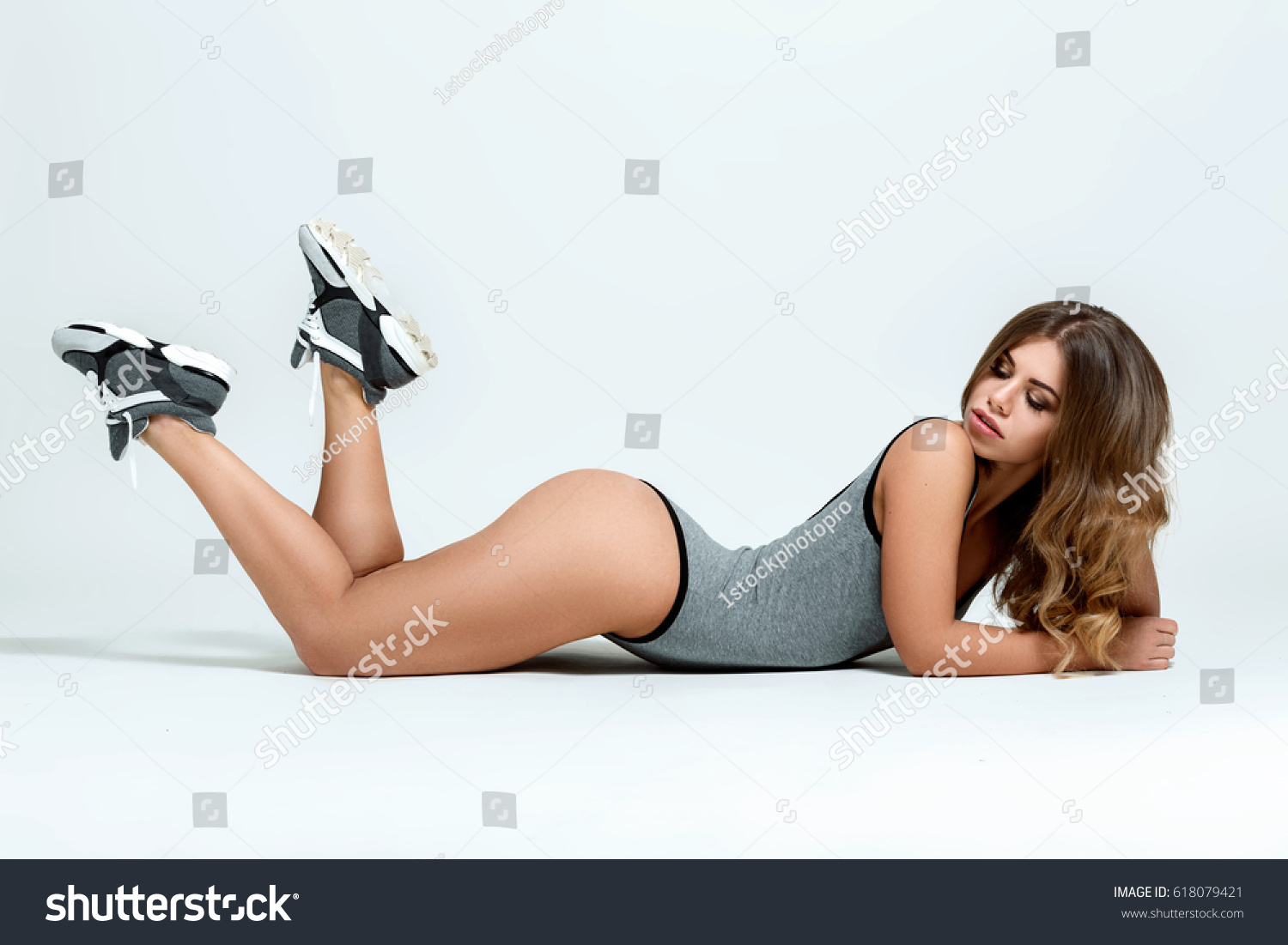 fd33019f8 Young Sexy Fit Woman Sports Outfit Stock Photo (Edit Now) 618079421 ...
