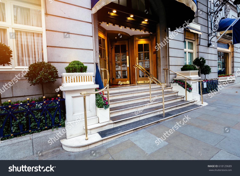 Merveilleux Luxury Five Star Hotel Entrance Door, Most Expensive Hotel In London Uk