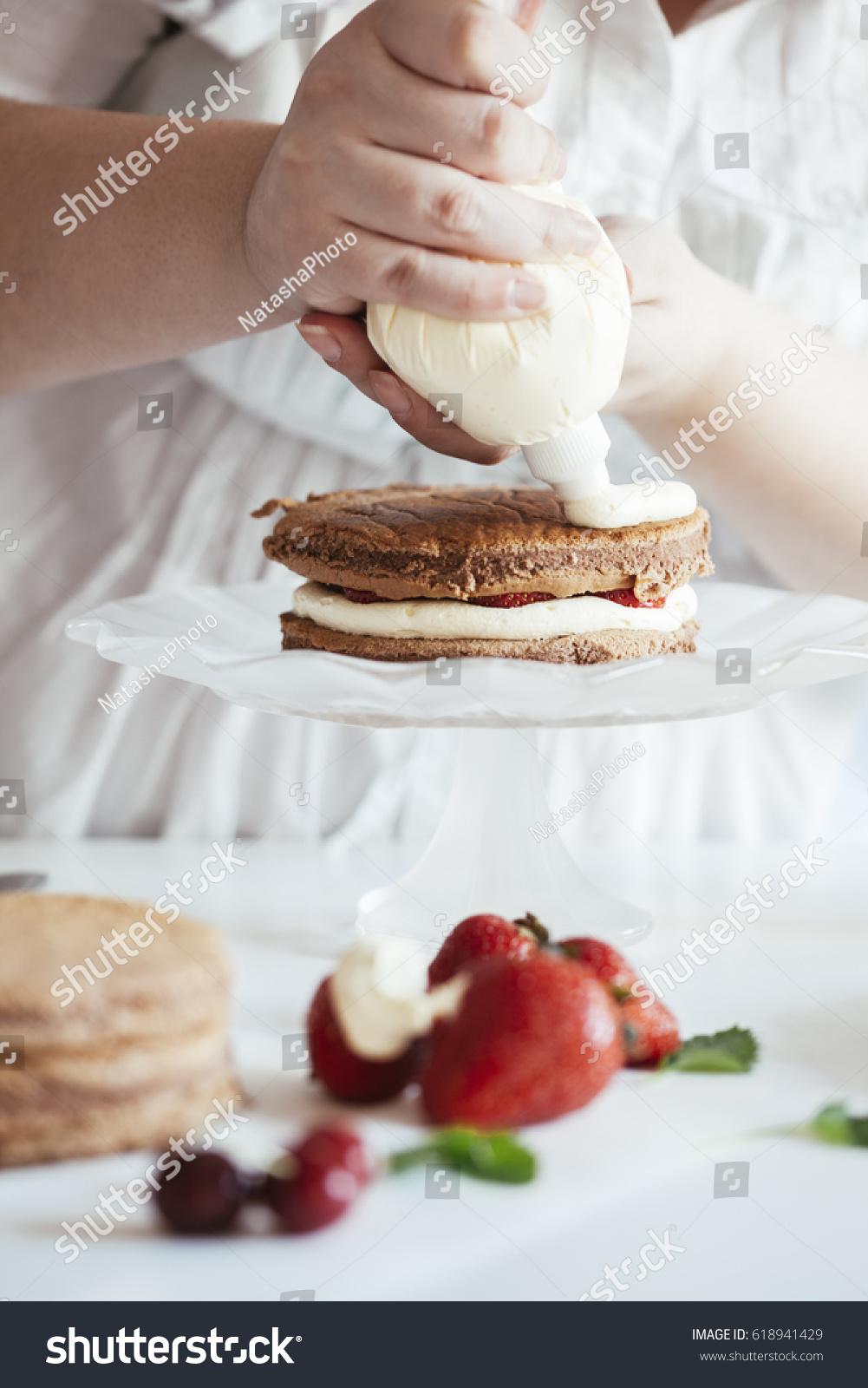 Woman Making Naked Cake Kitchen Stock Photo 618941429 - Shutterstock