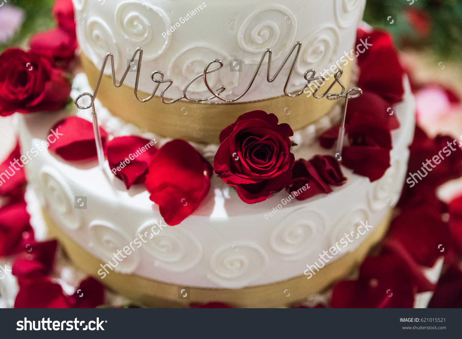 White Gold Wedding Cake Flowers Red Stock Photo Edit Now 621015521