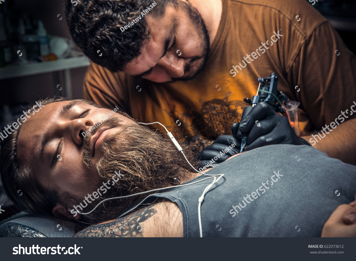 069d6139c Professional tattooer working tattooing in tattoo studio./Professional  tattooist makes tattoo in tattoo parlor