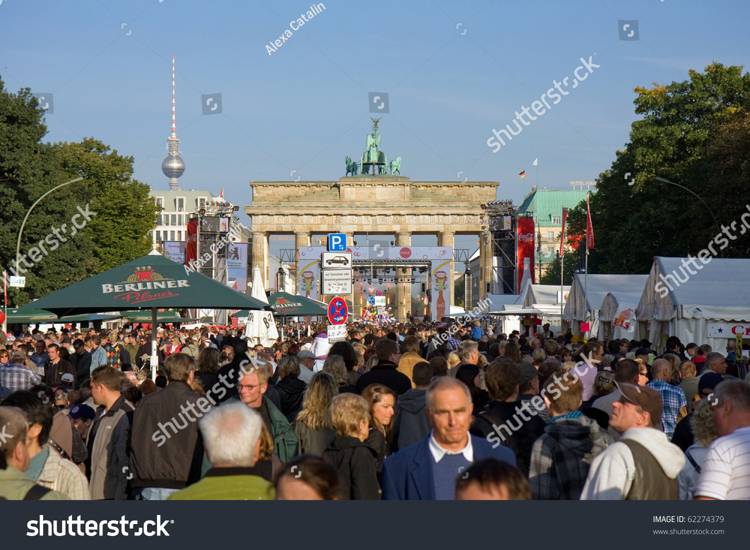 berlin october 3 thousands of people celebrate the 20th anniversary of unification of eastern. Black Bedroom Furniture Sets. Home Design Ideas