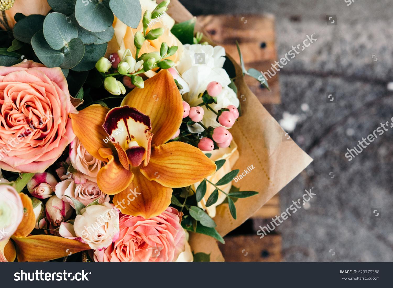 Feuille D Eucalyptus Bouquet photo de stock de bouquet coloré de différentes fleurs