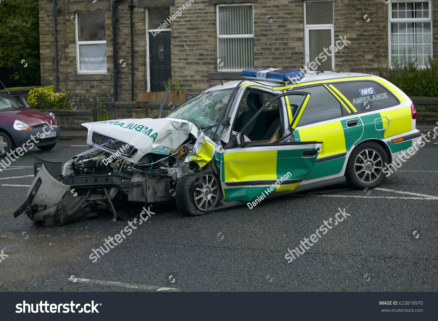 Volvo V 40 Ambulance Wrecked Collision While Stock Photo Edit Now 2004 V4 0 Wagon V40 In On Emergency Call Yorkshire England Uk