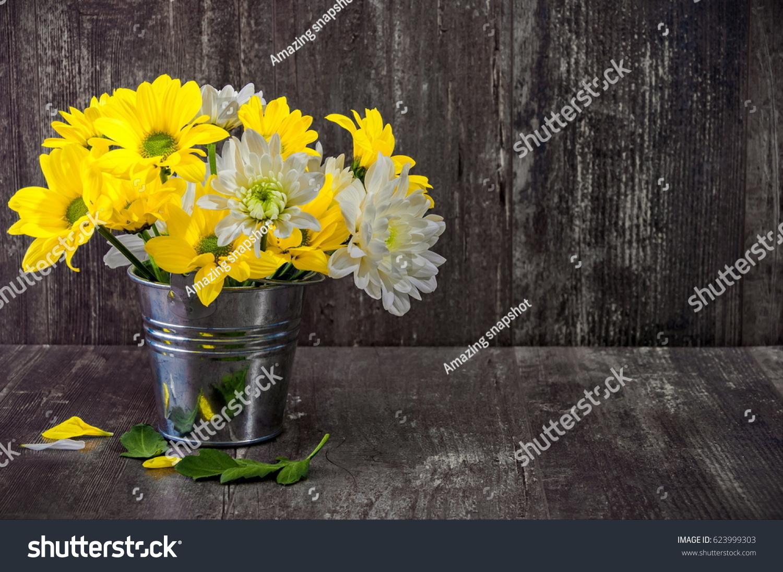 Decor Houses Yellow White Chrysanthemums Beautiful Stock Photo Edit Now 623999303