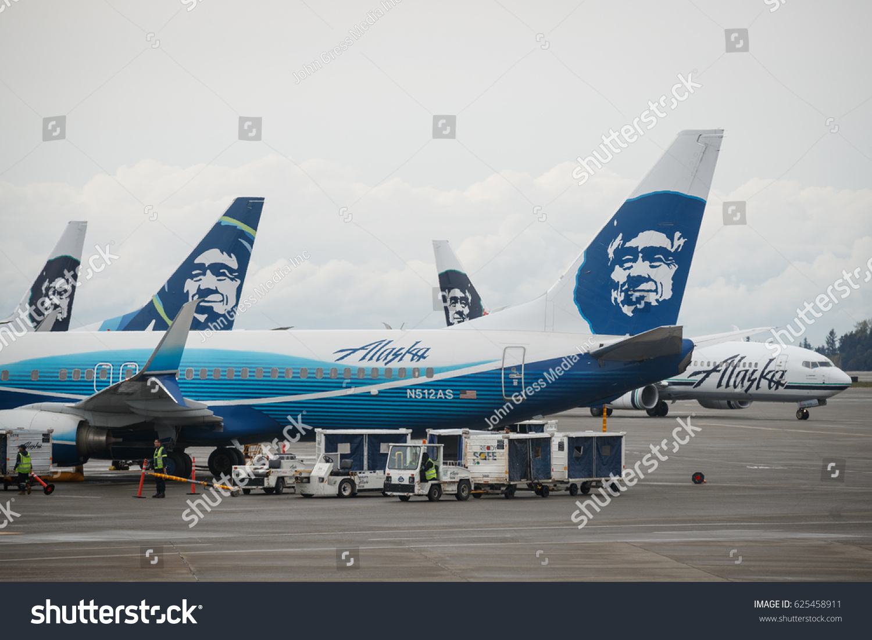 Alaska Airlines Boeing 737 Airplanes Prepare Stock Photo Edit Now