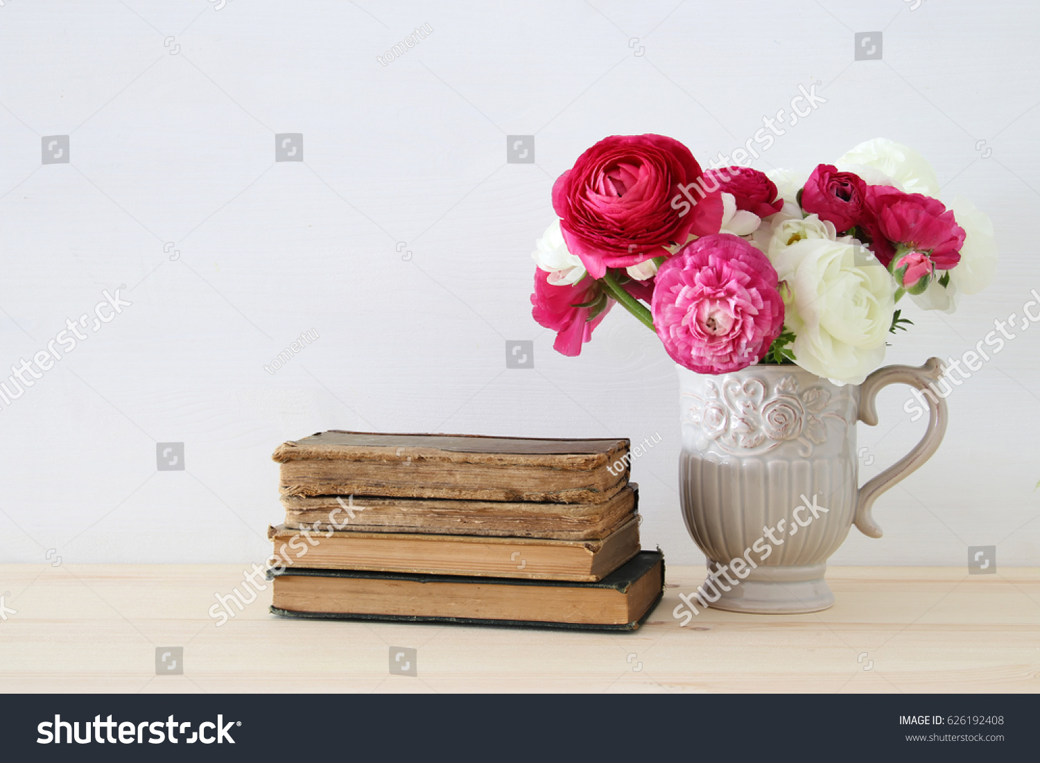 Flowers in vase next day delivery - Beautiful Bouquet Of Spring Flowers In The Vase Next To Old Books On Wooden Table
