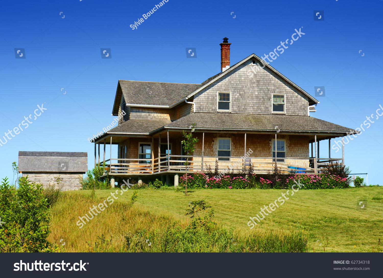 Old looking cedar wood shingle farm house on top of a hill for Best farm house