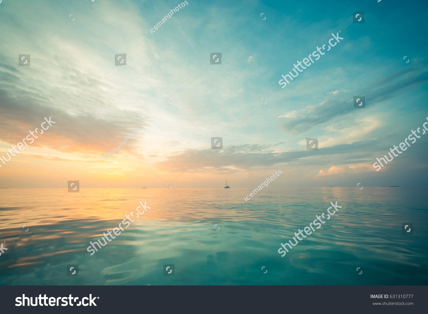 Relaxing seascape with wide horizon of the sky and the sea #631310777
