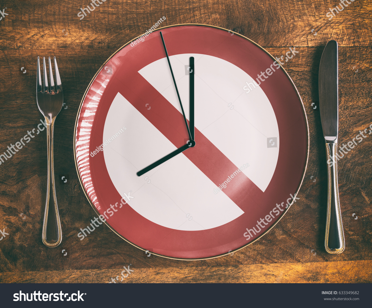 Skip breakfast concept with no symbol and clock on plate #633349682
