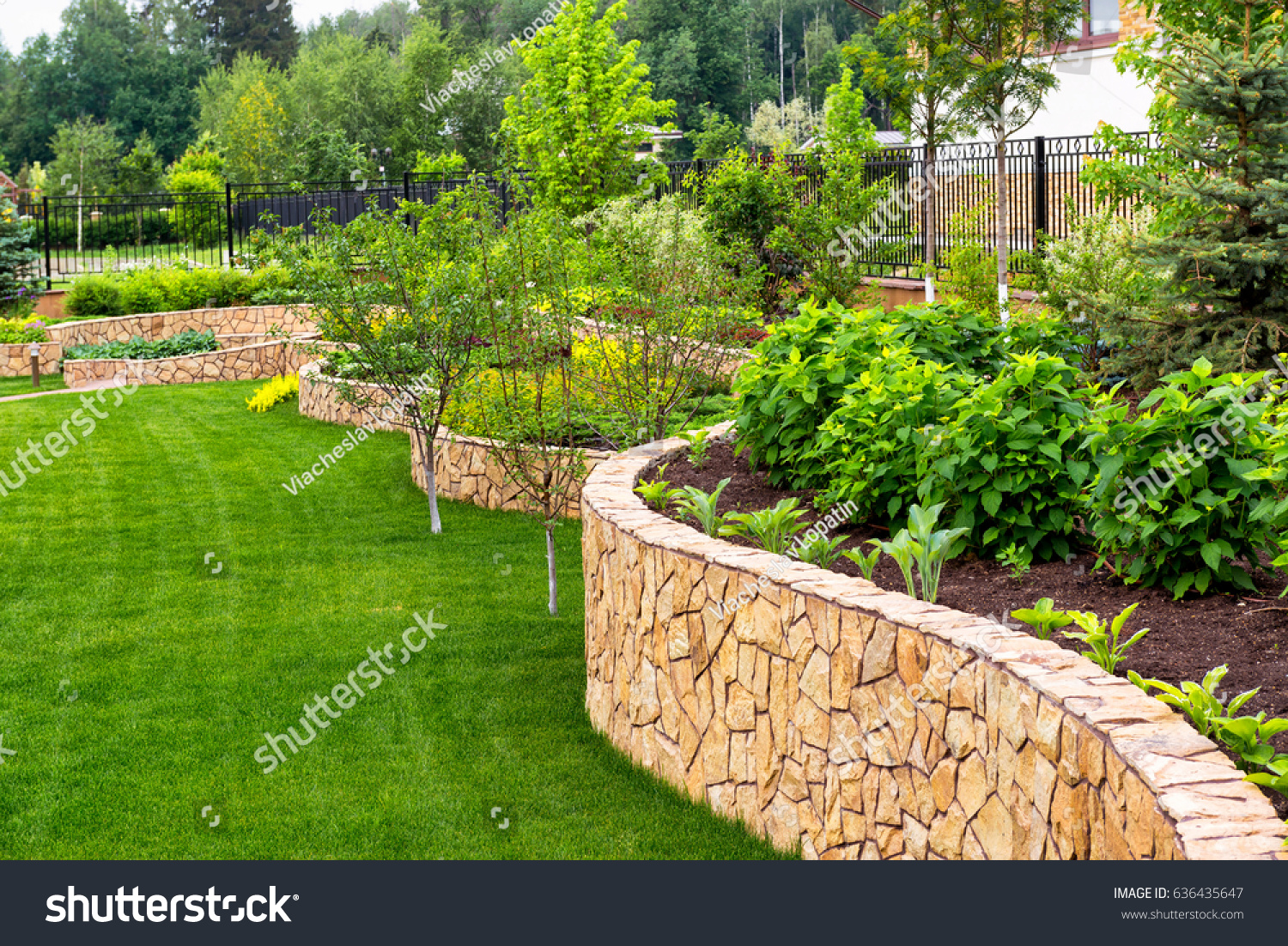 Natural Landscaping Decorative Stone Residential Backyard