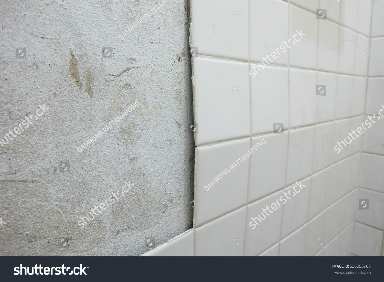 Crack Old Ceramic Tiles Bathroom Stock Photo Edit Now 636555965