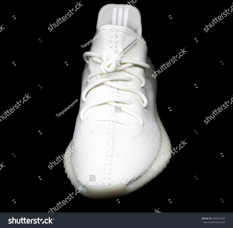 12/17: adidas Yeezy Boost 350 V2 adidas alerts Medium