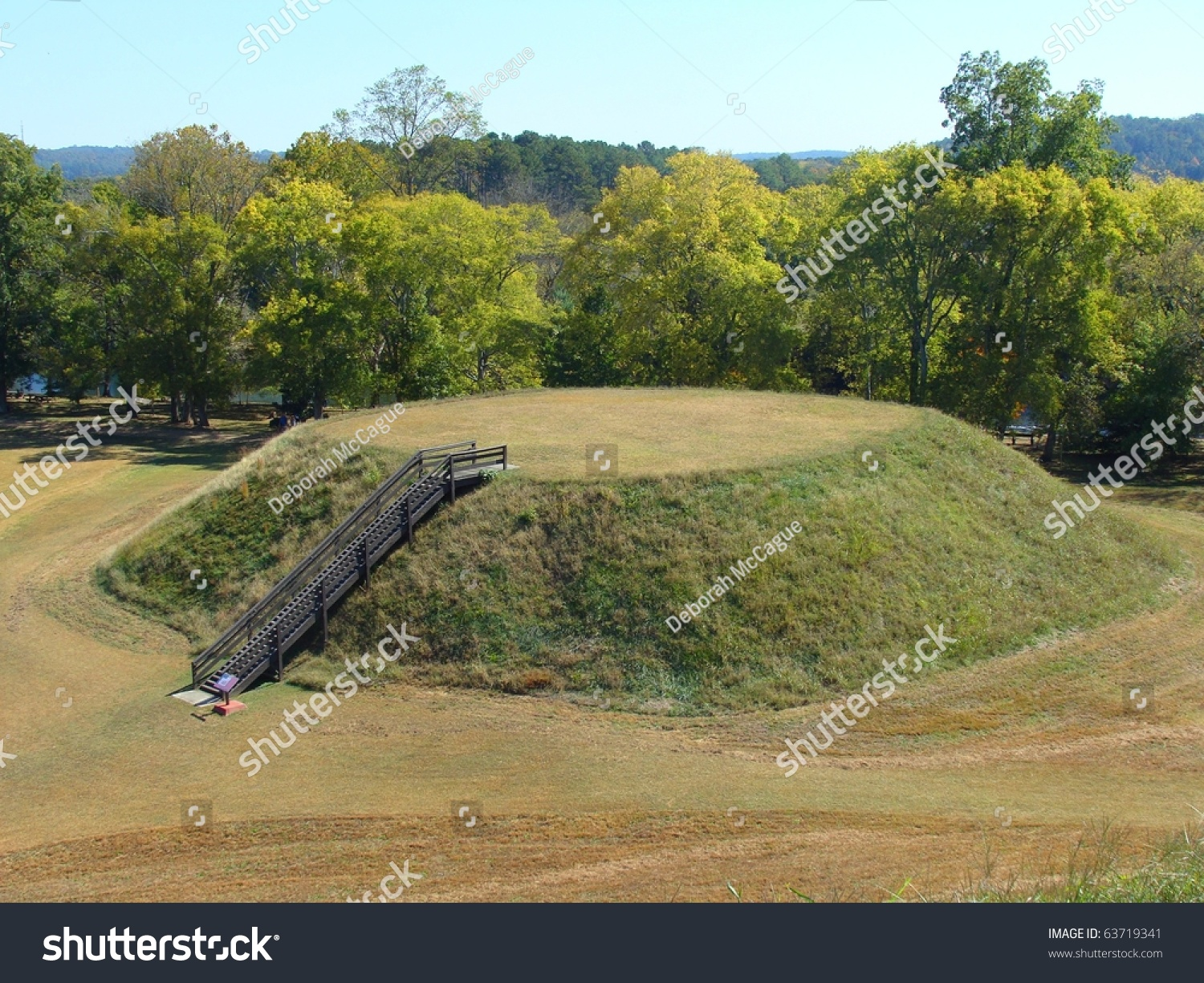 mound builders essay If you are planning a trip to the site, visit their webpage, spiro mound state park,  for more  to order your copy of the spiro mound: a photo essay please visit.
