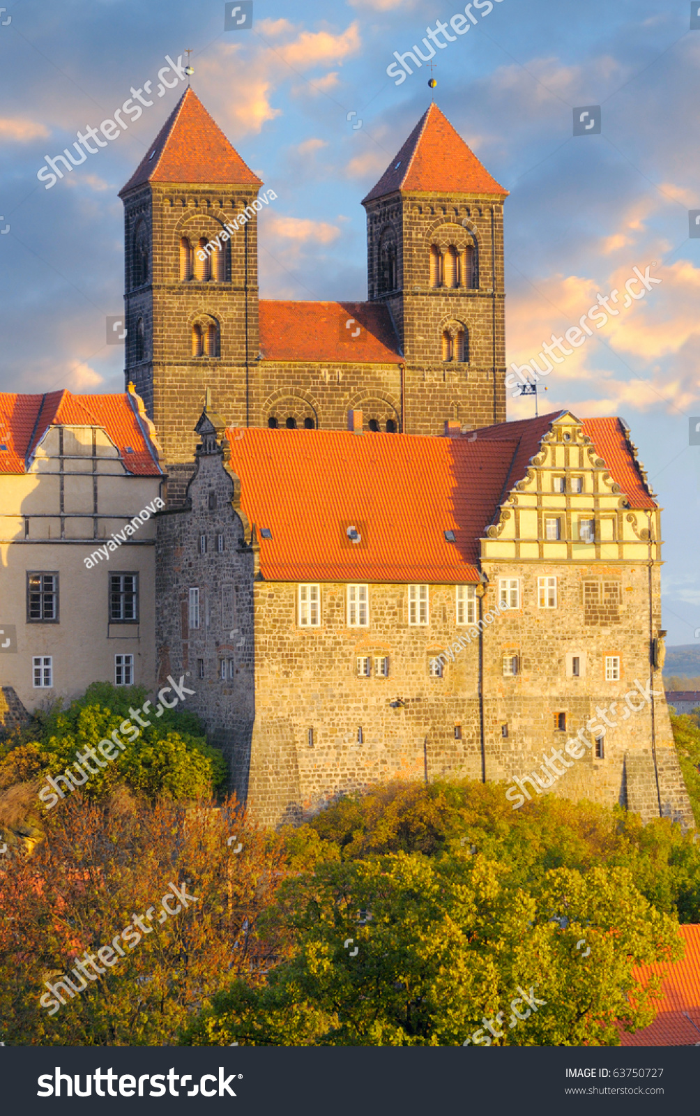 Quedlinburg castle complex under evening sun in autumn for Sun castle