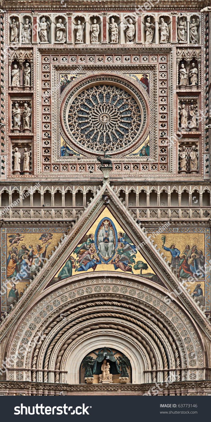 Rose window facade decoration duomo di stock photo for Facade decoration