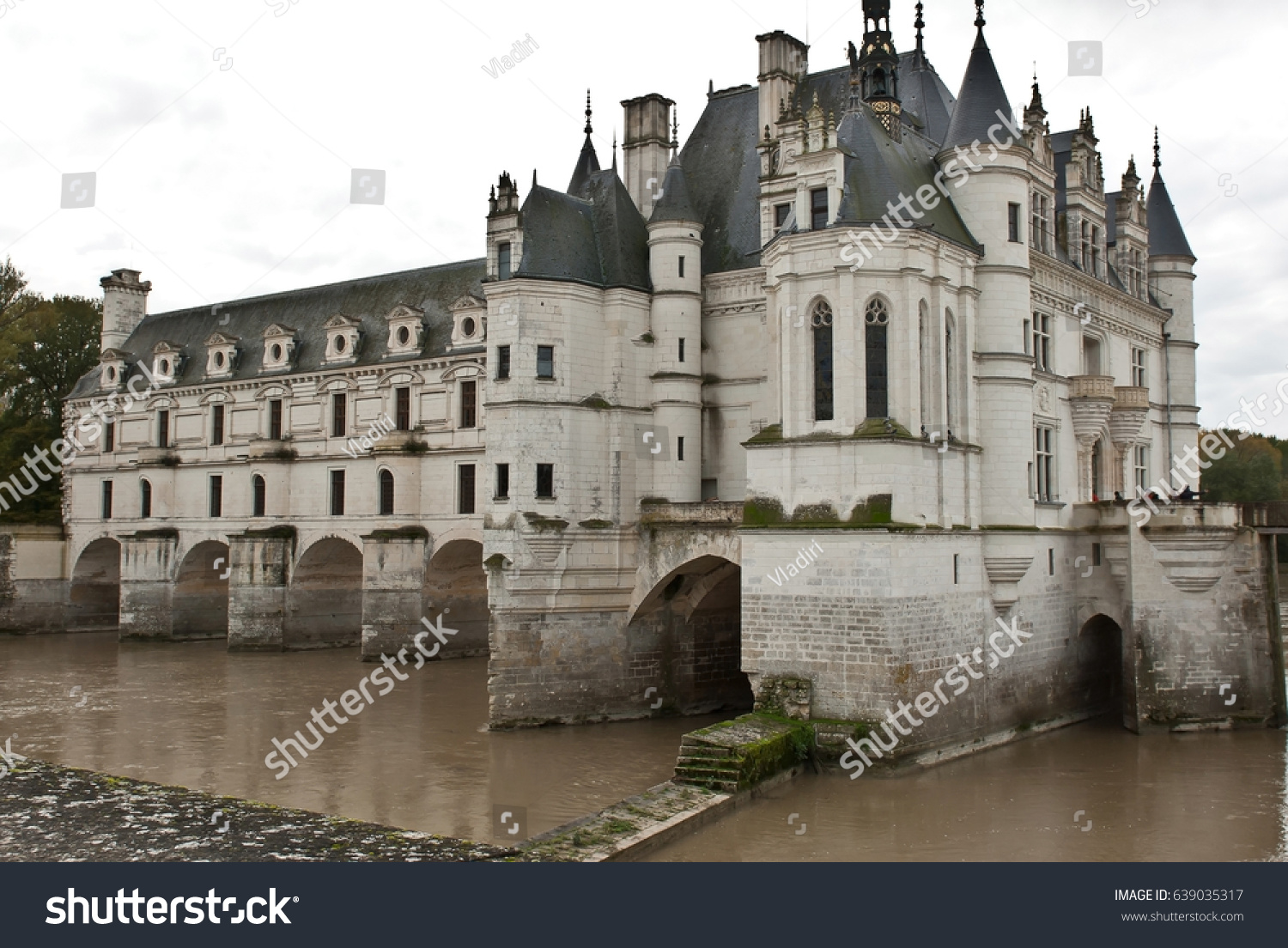 Chateau de chenonceau on the river cher france built in 1514 1522