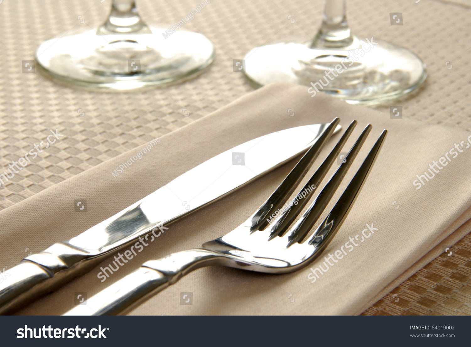 Elegant dinner table setting - Close Up Photo Of An Elegant Dinner Table Setting