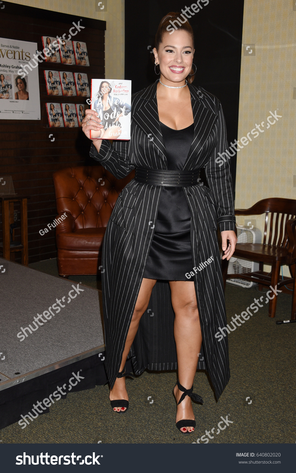 photo Ashley graham a new model book signing in new york