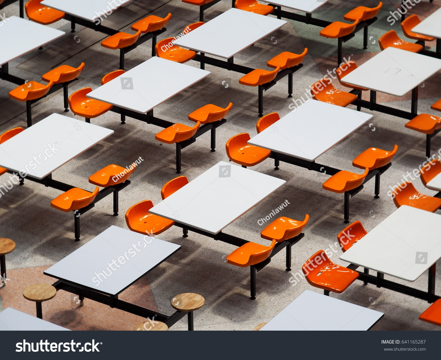 Merveilleux Empty Tables Chairs Set In Rows Of Large University School Canteen Lunch  Room Easy Clean Industrial